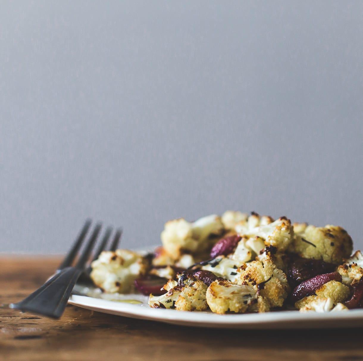 Rosemary Roasted Grapes and Cauliflower {paleo and vegan cauliflower recipe}