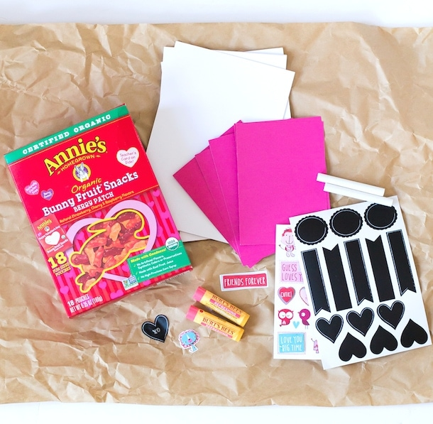 DIY: Berry Special Valentine's Day Cards with @annieshomegrown organic fruit snacks!