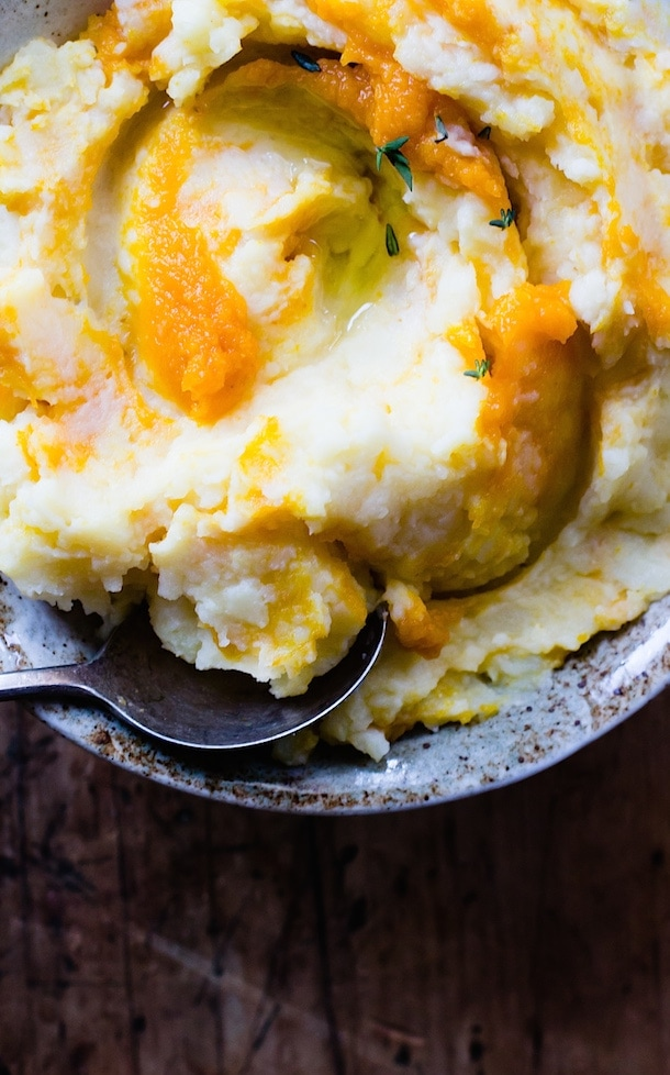 Pumpkin Swirled Mashed Potatoes {Thanksgiving side dish}