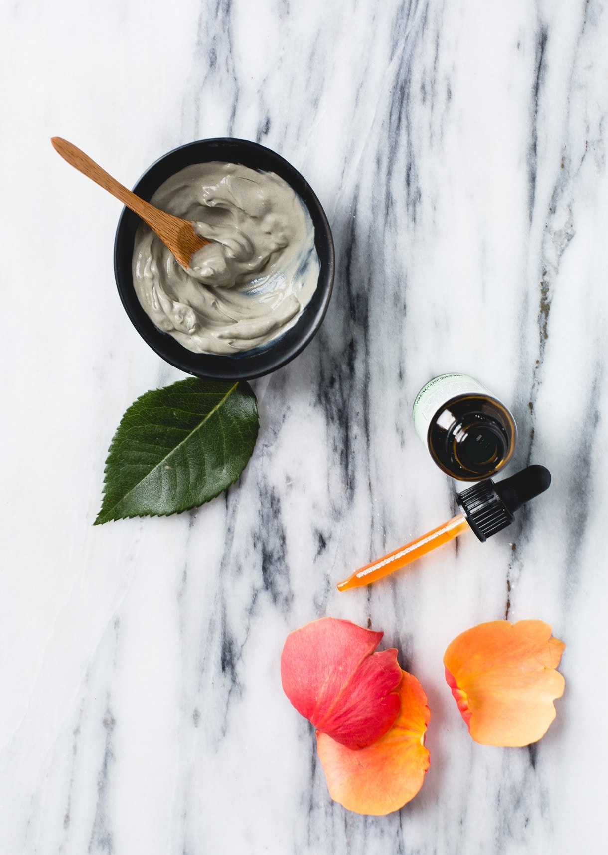 Moisturizing DIY Clay Mask with rosehip oil