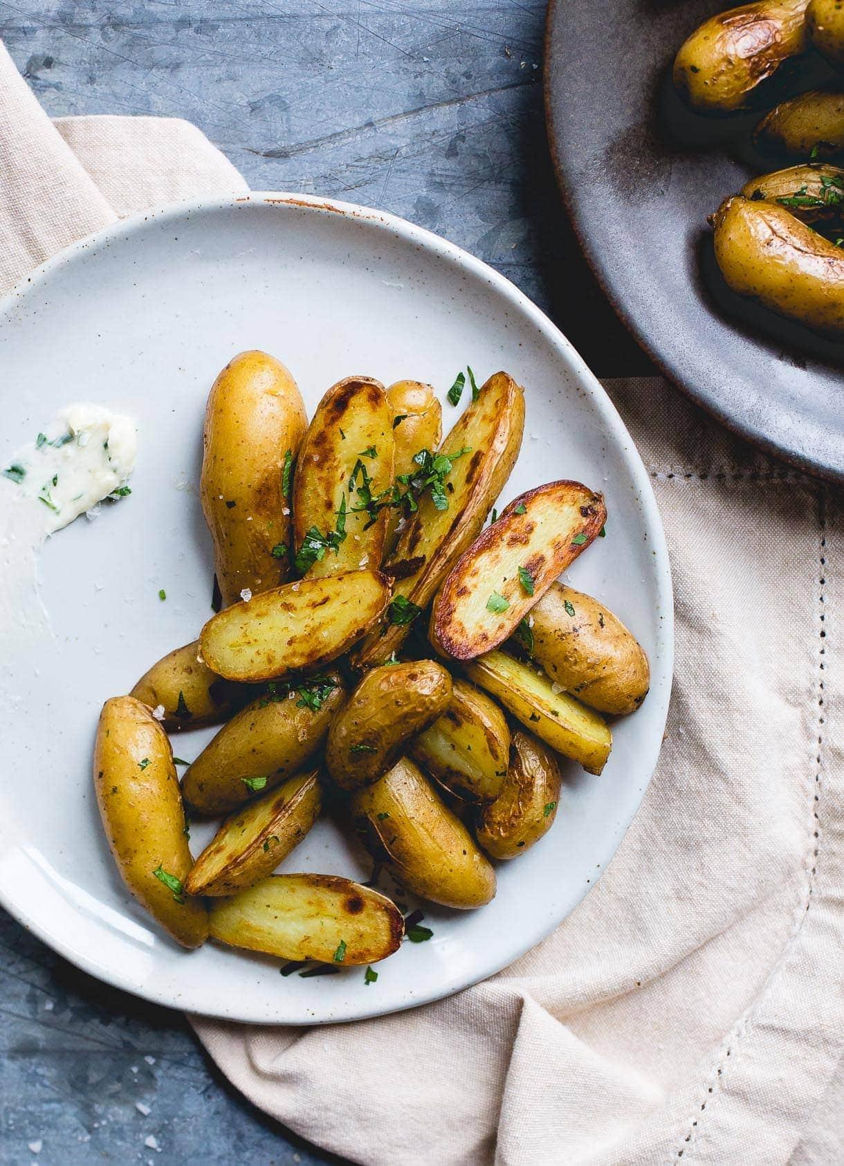 Crispy Garlic Butter Fingerling Potatoes
