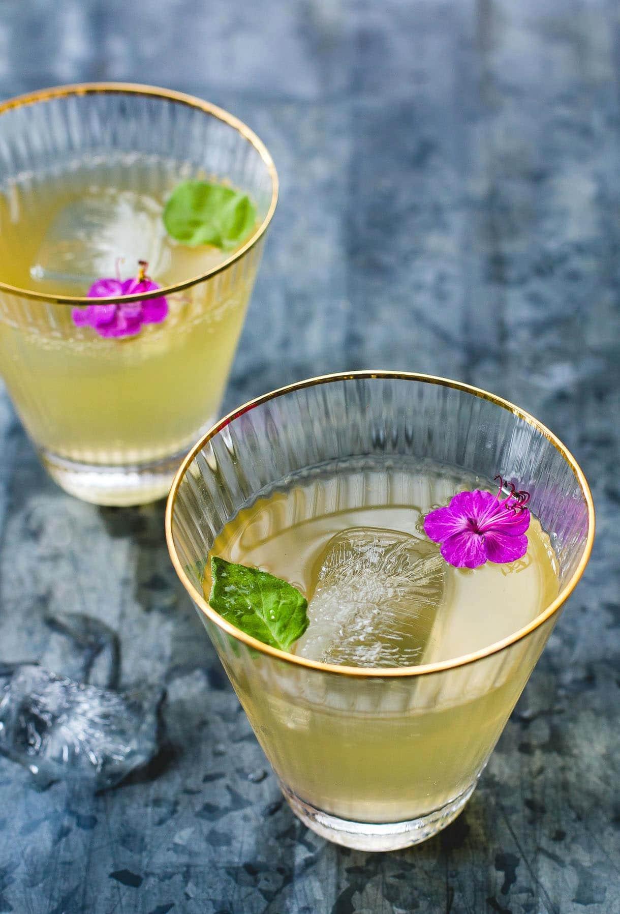 Summer Lovin' Kombucha Cocktail {with white peaches}