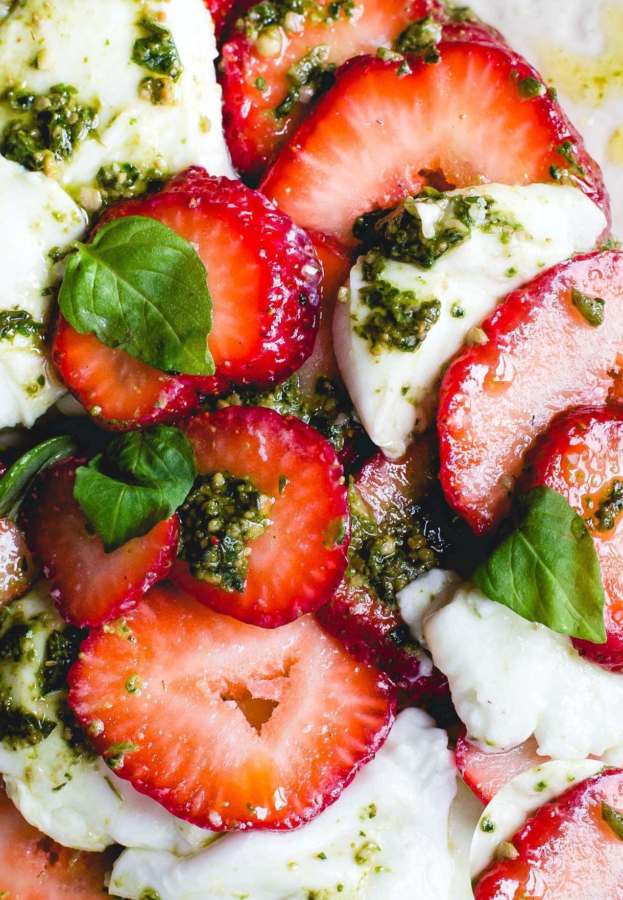 Strawberry Pesto Caprese Salad {recipe}