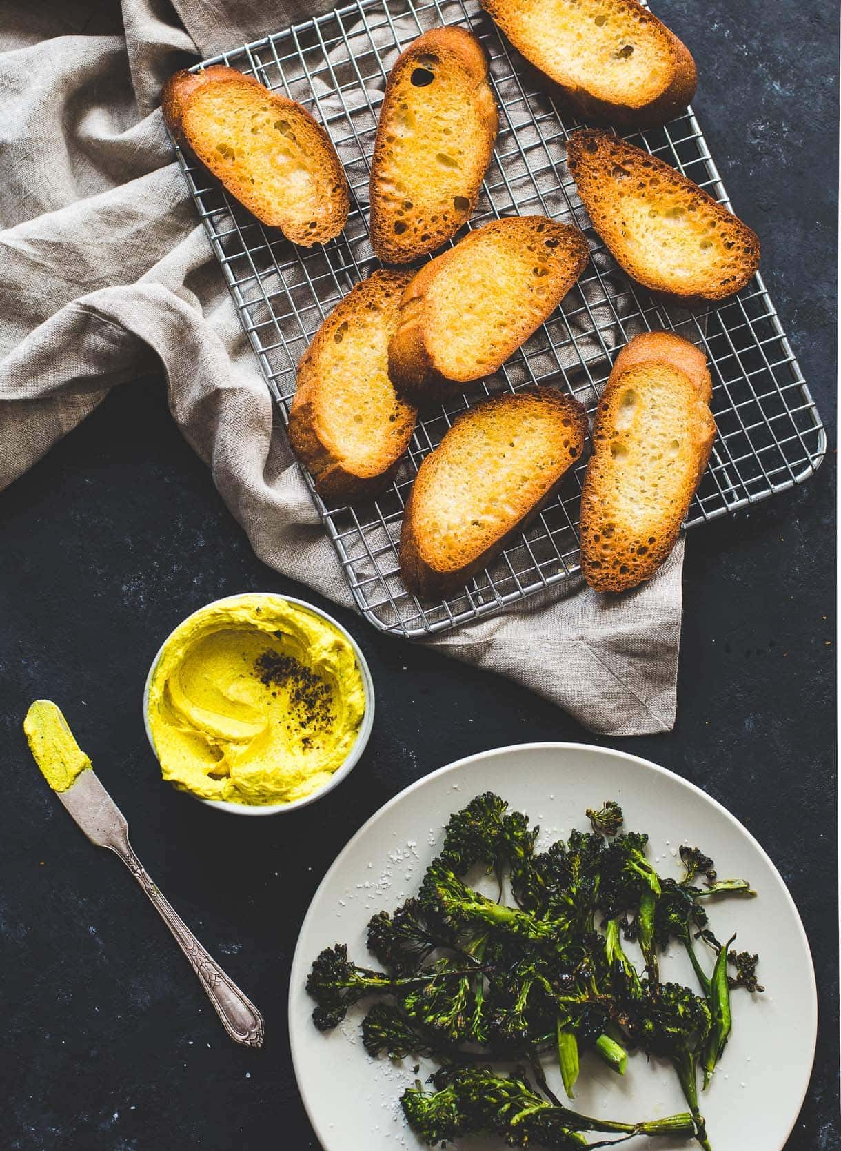 broccoli-turmeric-crostini-3