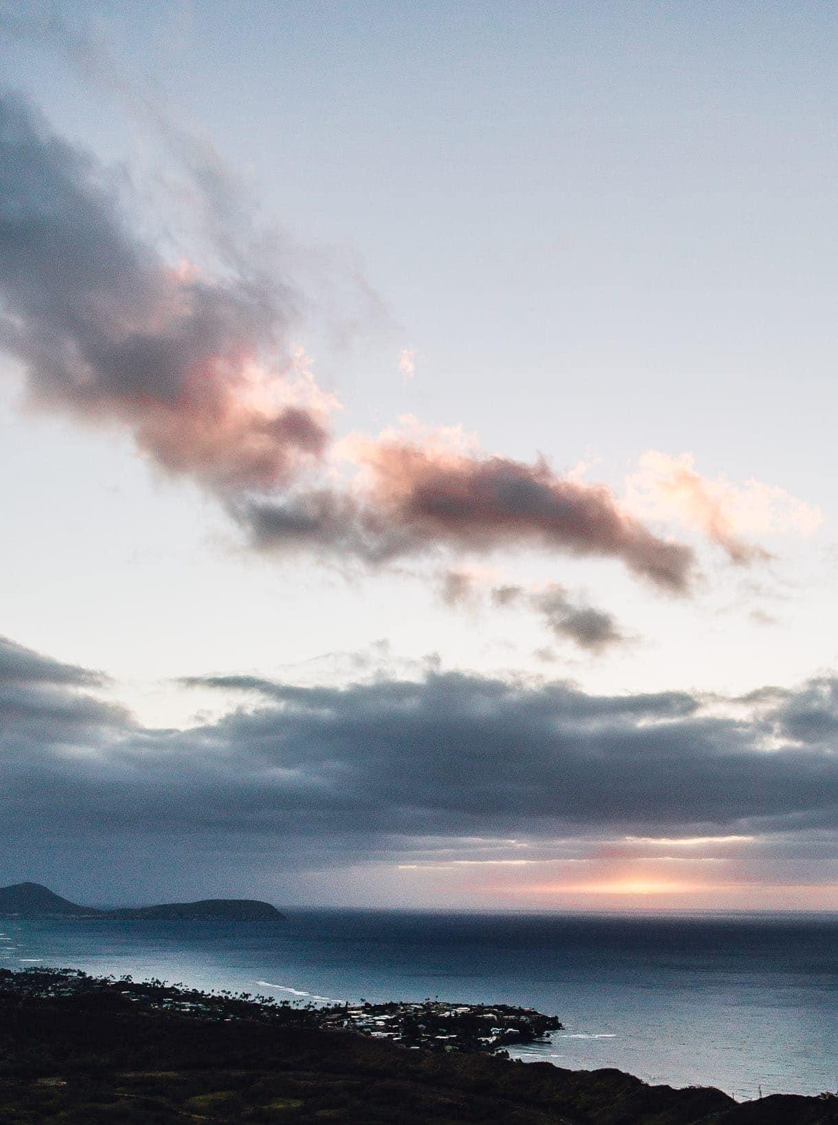 Hiking Diamond Head - Honolulu - Oahu - Sunrise Hike at Diamond Head