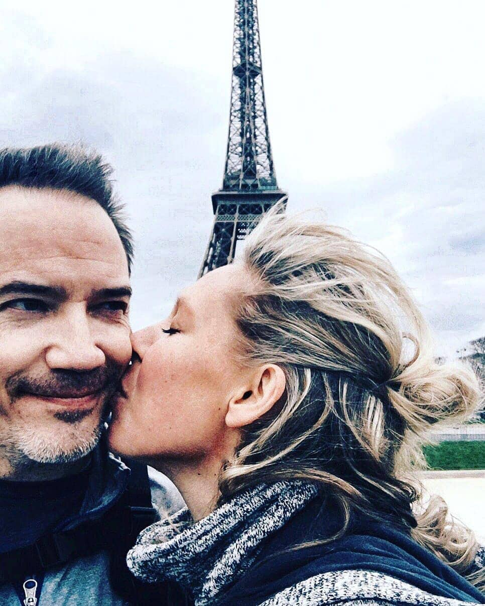Kissing at the Eiffel Tower