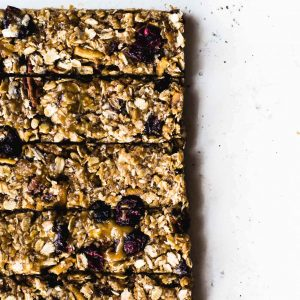 The Very Best No-Bake, Chewy Peanut Butter Granola Bars {made with brown rice syrup & honey, gluten-free, easy to make} #chewygranolabars