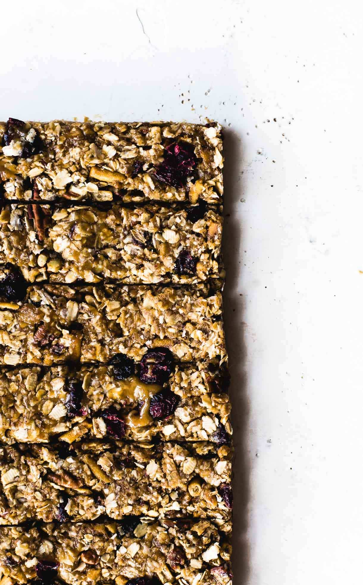 Really Chewy No-Bake Peanut Butter Granola Bars {made with brown rice syrup & honey, gluten-free, easy to make} #chewygranolabars