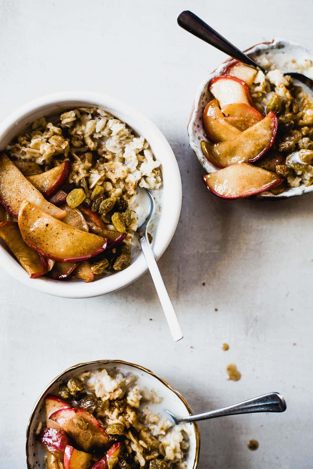 Coconut Sugar Oatmeal with Caramelized Apples