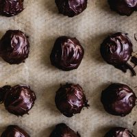 No-Bake Chocolate Dipped Peanut Butter Cookie Balls