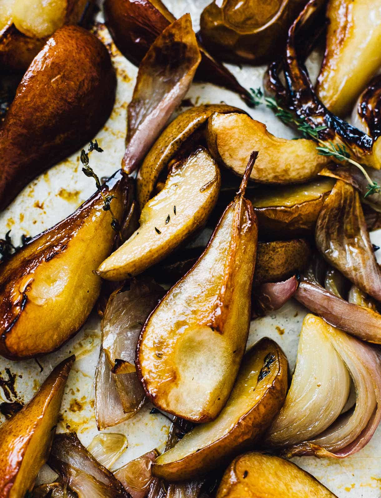 baked pears with red onions